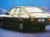 Passat 1985, com novos para-choques envolventes e lanternas traseiras com frisos negros.